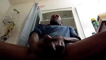 Полная девчушка приносит на обочине стези и принимает кончу в вагину