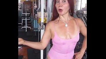 Девушка захотела пристроить пизду на толстый хуй негритоса после минета