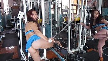 Бразильянка длительное время ломается и принимает в жопу огромный фаллос негра